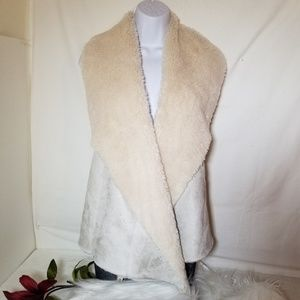 Chelsea & Theodore faux fur sweater vest Oyster M